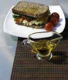 Vegetarische sandwich en olie Royalty-vrije Stock Afbeeldingen