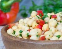 Kikkererwt met groene paprika en peterselie Stock Foto