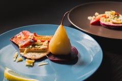 Vegetarische schotel op twee platen royalty-vrije stock fotografie