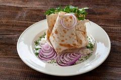 Vegetarische schotel - Pitabroodje met groenten Ingrediënten: peppe stock fotografie