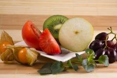 Vegetarische snack met verschillende vruchten Stock Foto's
