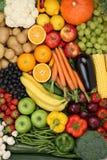 Vegetarische vruchten en groenten zoals appel, oranje achtergrond Stock Foto's