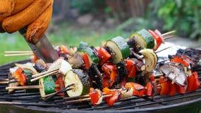 Vegetarischer Grill im hinteren Garten im Mai Lizenzfreie Stockfotografie