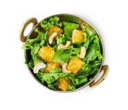Vegetarischer indischer Restaurantteller, frischer Acajoubaum und orange Salat lokalisiert Lizenzfreies Stockbild