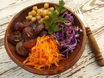 Vegetarischer Salat des Rotkohls stockbilder
