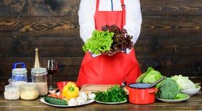 Vegetarischer Salat mit Frischgem?se K?che kulinarisch vitamin Mannchefrezept N?hrendes biologisches Lebensmittel Gesunde Nahrung lizenzfreie stockbilder