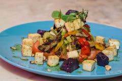 Vegetarischer Salatteller Stockbild