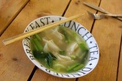 Vegetarischer thailändischer Lebensmittel Takeawayteller Lizenzfreie Stockfotos