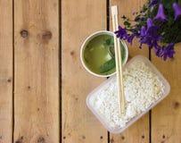 Vegetarischer thailändischer Lebensmittel Takeawayteller Lizenzfreies Stockfoto