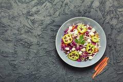 Vegetarisches Lebensmittel, Salat, Rotkohl, Weißkohl, Karotten, Det Lizenzfreie Stockfotografie