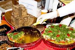 Vegetarisches Pizzagemüseeintopfgericht des Lebensmittels auf dem Tisch ungesäuertes bre Lizenzfreies Stockbild
