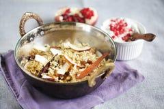 Vegetarisk biryani med kokosnöten och kryddor med granatäppleraita Royaltyfri Fotografi