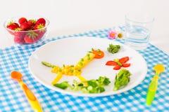 Vegetarisk lunch för ungar, grönsaker och fruktse Royaltyfri Fotografi