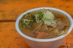 Vegetarisk soppa på wood tabellbakgrund Arkivfoto