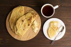 Vegetarisk tortilla med potatisar och smör Royaltyfria Foton