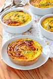 Vegetariska tartalets med zucchinin och morötter Royaltyfri Fotografi