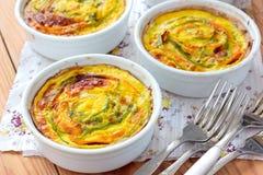 Vegetariska tartalets med zucchinin och morötter Royaltyfria Foton