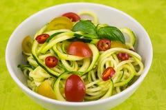Vegetariska zucchininudlar Arkivbild