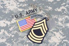 Vegetazione lussureggiante del sergente maggiore dell'ESERCITO AMERICANO, linguetta dispersa nell'aria, toppa della bandiera, con Immagine Stock Libera da Diritti