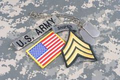 Vegetazione lussureggiante di sergente dell'ESERCITO AMERICANO, linguetta del tiratore franco, toppa della bandiera, con la medag Fotografia Stock Libera da Diritti