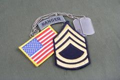 Vegetazione lussureggiante di sergente First Class dell'ESERCITO AMERICANO, linguetta del guardia forestale, toppa della bandiera immagini stock libere da diritti