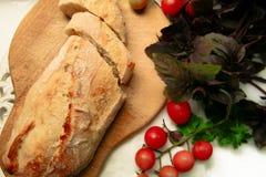 Vegeterian饮食面包和蕃茄 库存图片
