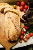 Vegeterian饮食面包和蕃茄 免版税库存照片