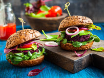 Veggie beet and quinoa burger Royalty Free Stock Photos