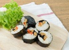 Veggie Sushibroodjes of Plantaardige Maki op Houten Dienblad Royalty-vrije Stock Fotografie