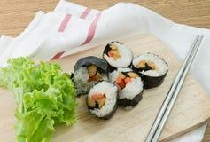 Veggie Sushibroodjes of Plantaardige Maki op Houten Raad Royalty-vrije Stock Fotografie