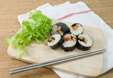 Veggie Sushibroodjes of Plantaardige Maki op Houten Raad Stock Foto