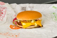 Veggieburger实验装置,从麦克唐纳` s的素食汉堡包 免版税图库摄影