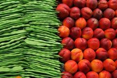Veggies et fruits de santé sur le marché de Barcelone Photos libres de droits