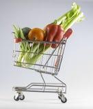 Veggies i en shoppingvagn Arkivbild