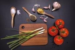 Veggies och kryddor för att laga mat Arkivfoto