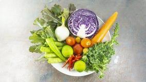 veggies salade, dieet, vegetariër, veganistvoedsel, vitaminesnack, Hoogste mening, Exemplaarruimte voor ontwerp royalty-vrije stock foto's