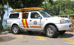 Vehículo australiano del salvavidas con la tabla hawaiana Fotos de archivo libres de regalías