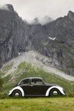 Vehículo clásico europeo antiguo en Noruega Macizo del duende Trollv fotografía de archivo