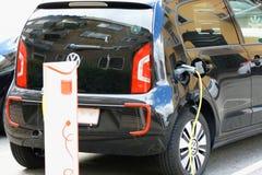 Vehículo con un motor eléctrico Coche de Eco foto de archivo