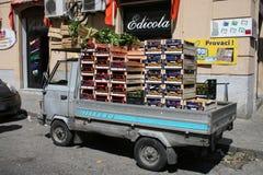 Vehículo de la vendimia con los rectángulos Fotografía de archivo