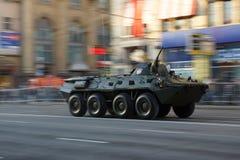 Vehículo de lucha de la infantería durante desfile de la guerra Imágenes de archivo libres de regalías