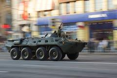 Vehículo de lucha de la infantería durante desfile de la guerra Imagenes de archivo