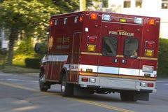 Vehículo de rescate en el camino Foto de archivo libre de regalías