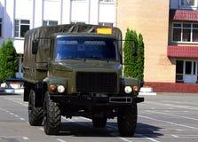 Vehículo de transporte militar Foto de archivo