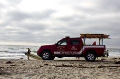 Vehículo del salvavidas en la puesta del sol en San Diego Fotos de archivo