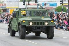 Vehículo militar de HMMWV durante el desfile de Memorial Day Fotografía de archivo libre de regalías