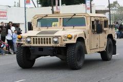 Vehículo militar de HMMWV durante el desfile de Memorial Day Imagen de archivo