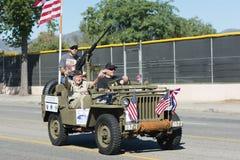 Vehículo militar y veteranos Foto de archivo