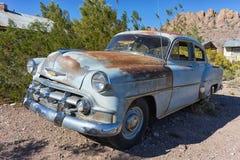 Vehículo oxidado del vintage en el desierto de Nevada Fotos de archivo
