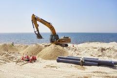 Vehículo resistente en el emplazamiento de la obra a lo largo del camino entre Dubai y Sharja Imagen de archivo
